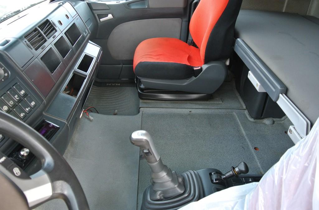 trattore_eccezionale_stradale_biuso_man 18_540_usato_interno_7