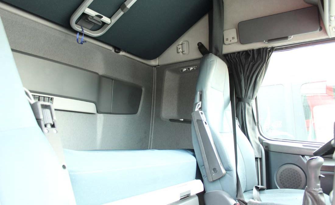 Volvo_FH12_500_ADR_trattore_stradale_usato_cabina_1