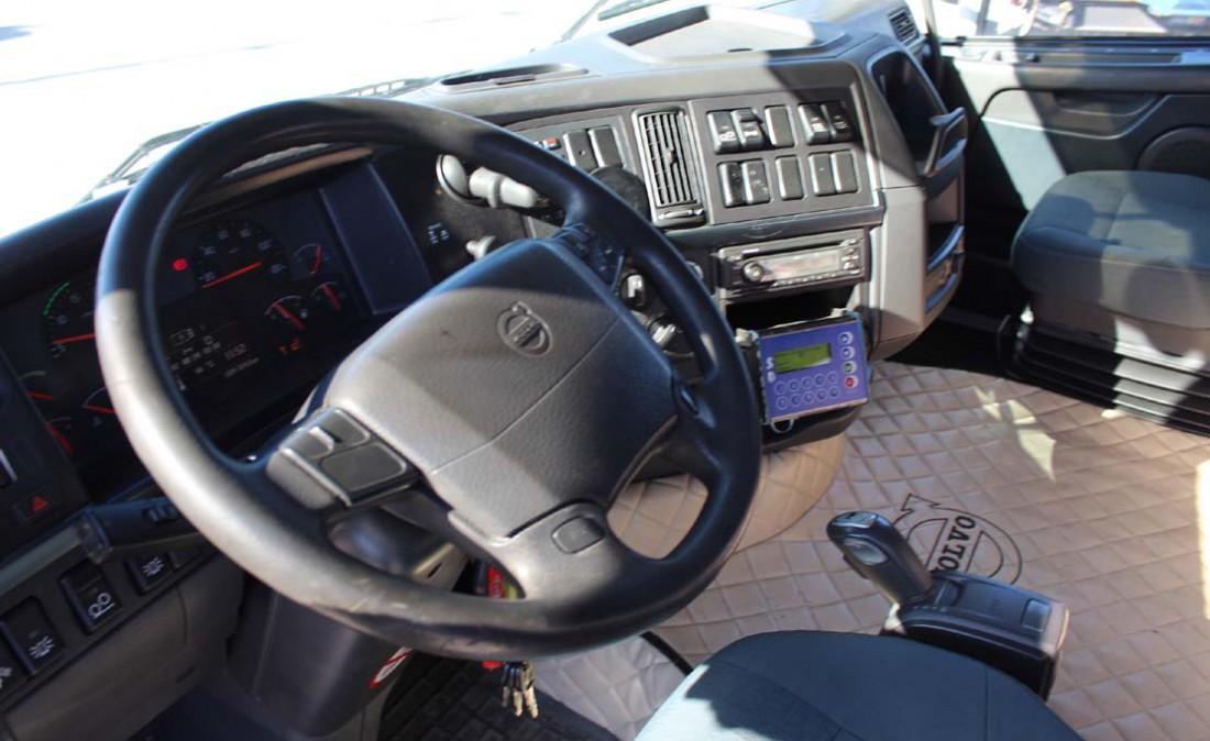trattore stradale 3 assi volvo fh 480 6 x 2 usato_5